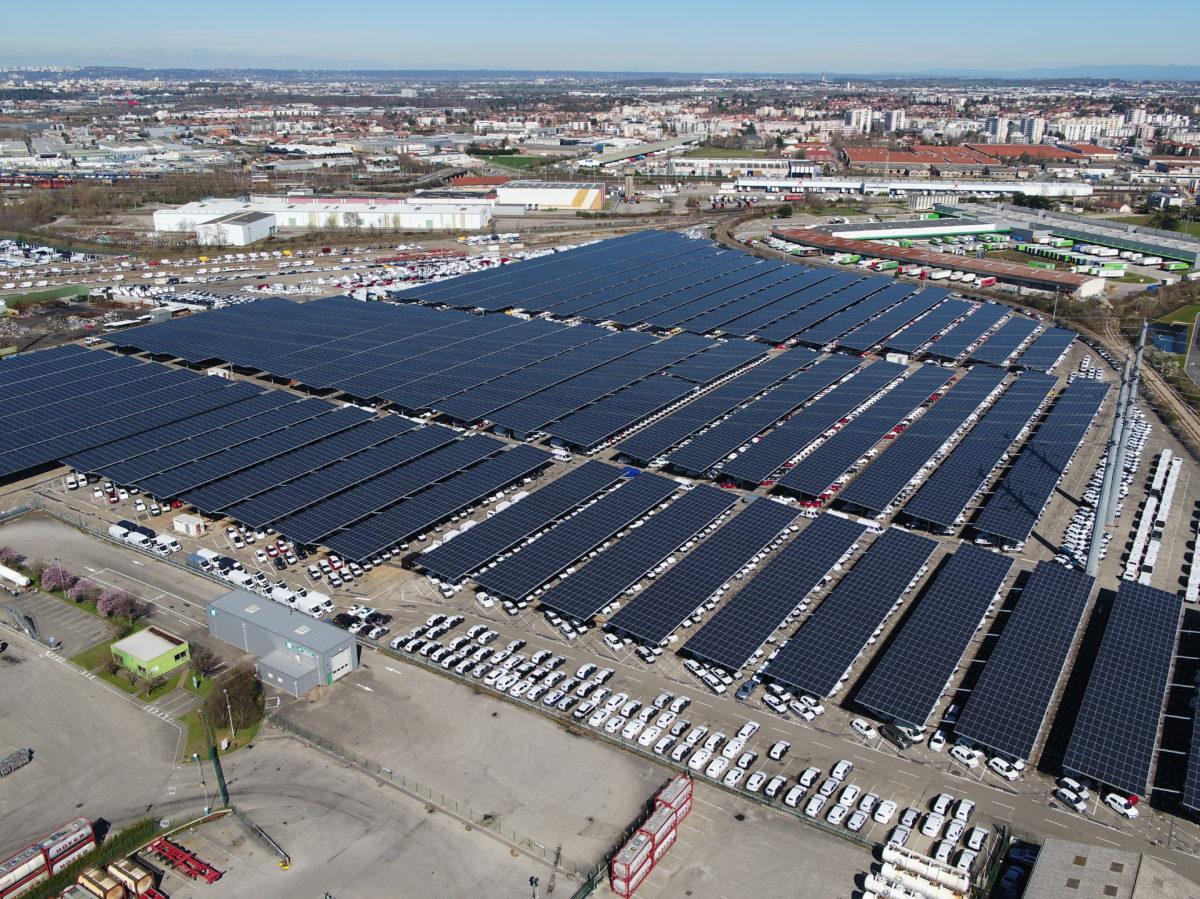 Откриха най-големия соларен паркинг във Франция