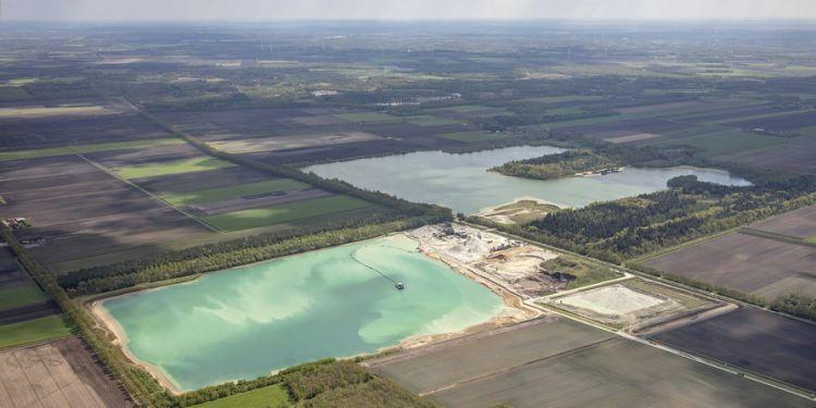 В Нидерландия строят най-голямата плаваща соларна централа в Европа