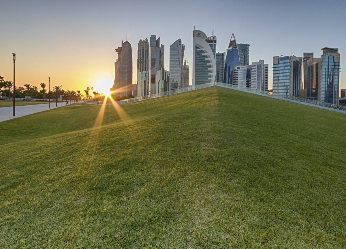 Катар започва да строи първата си слънчева централа