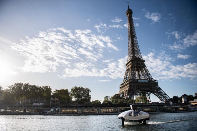 """Париж тества """"летящи"""" водни таксита в борбата си с трафика"""