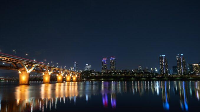 Сеул поставя соларни панели на всички обществени сгради и 1 милион домове