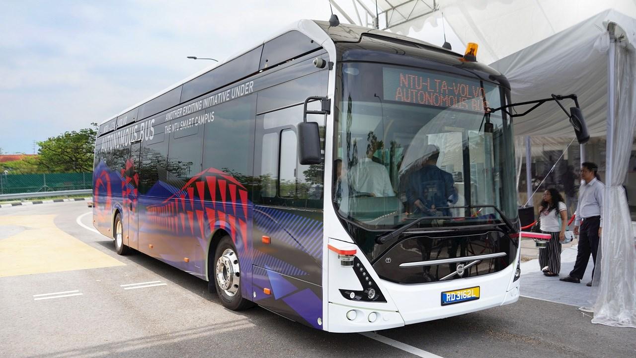АBB зарежда първия в света 12-метров изцяло електрически автобус