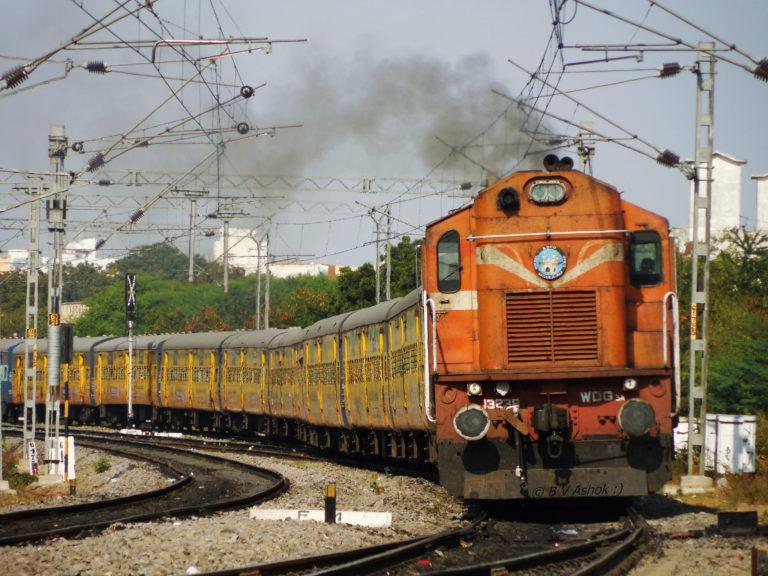 Индийските железници ще се захранват изцяло от зелена енергия