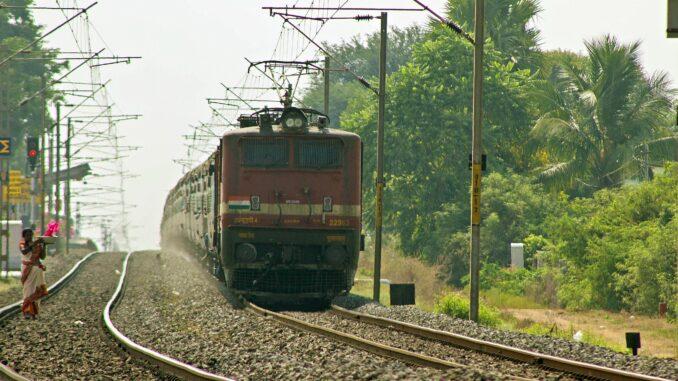 Индийските железници обявиха търг за соларно захранване